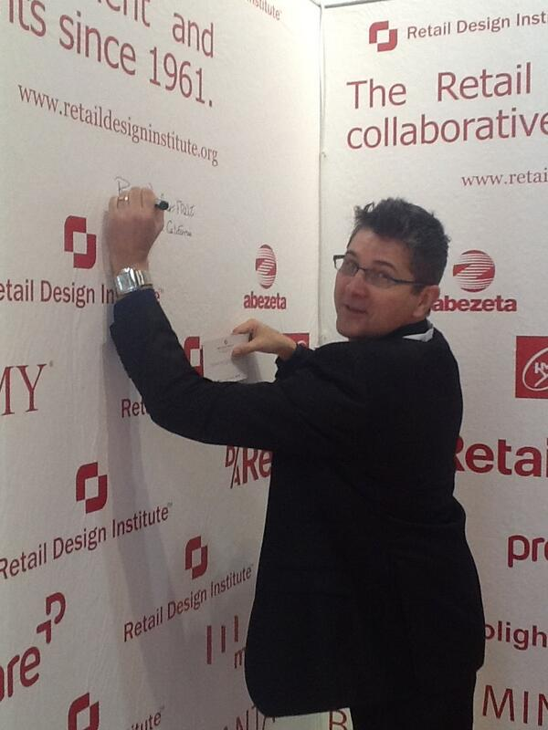 09 DIA 1. EUROSHOP. ANDREW DYCHES presidente RED_Institute firma